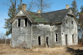 4456632-old-homestead-home-in-decay.jpg
